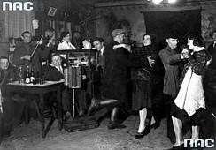 Zabawa taneczna, 1931 r. Fot. J. Binek. NAC